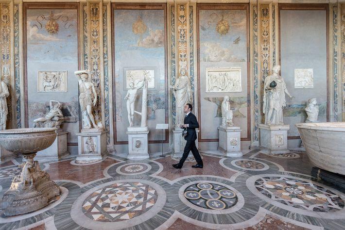 """La Galería de las Estatuas y la Sala de los Bustos exhiben obras como """"Ariadna dormida"""" ..."""