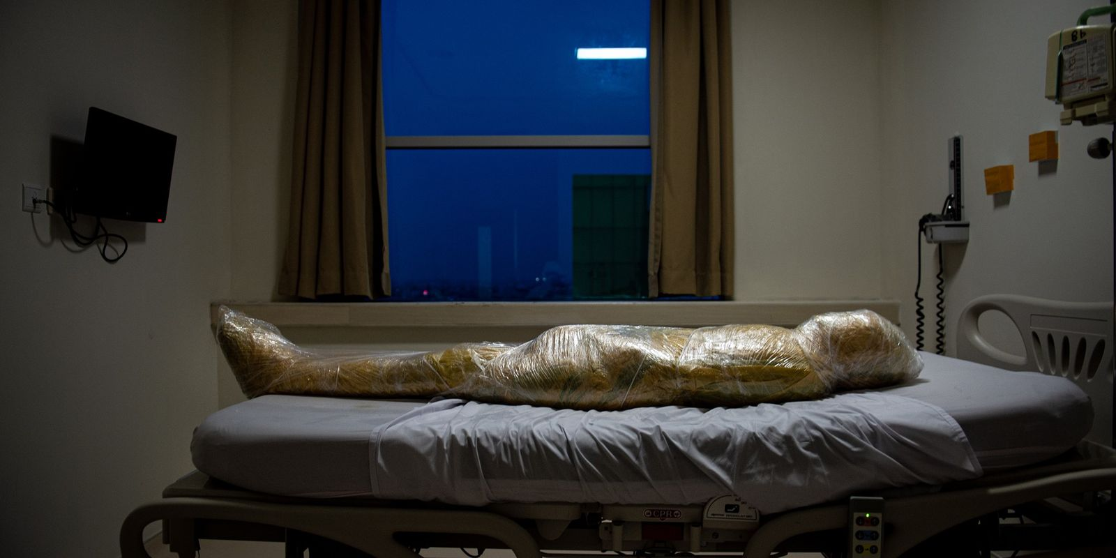 Esta foto de una víctima de la COVID-19 en Indonesia ha sido recibida con fascinación y ...