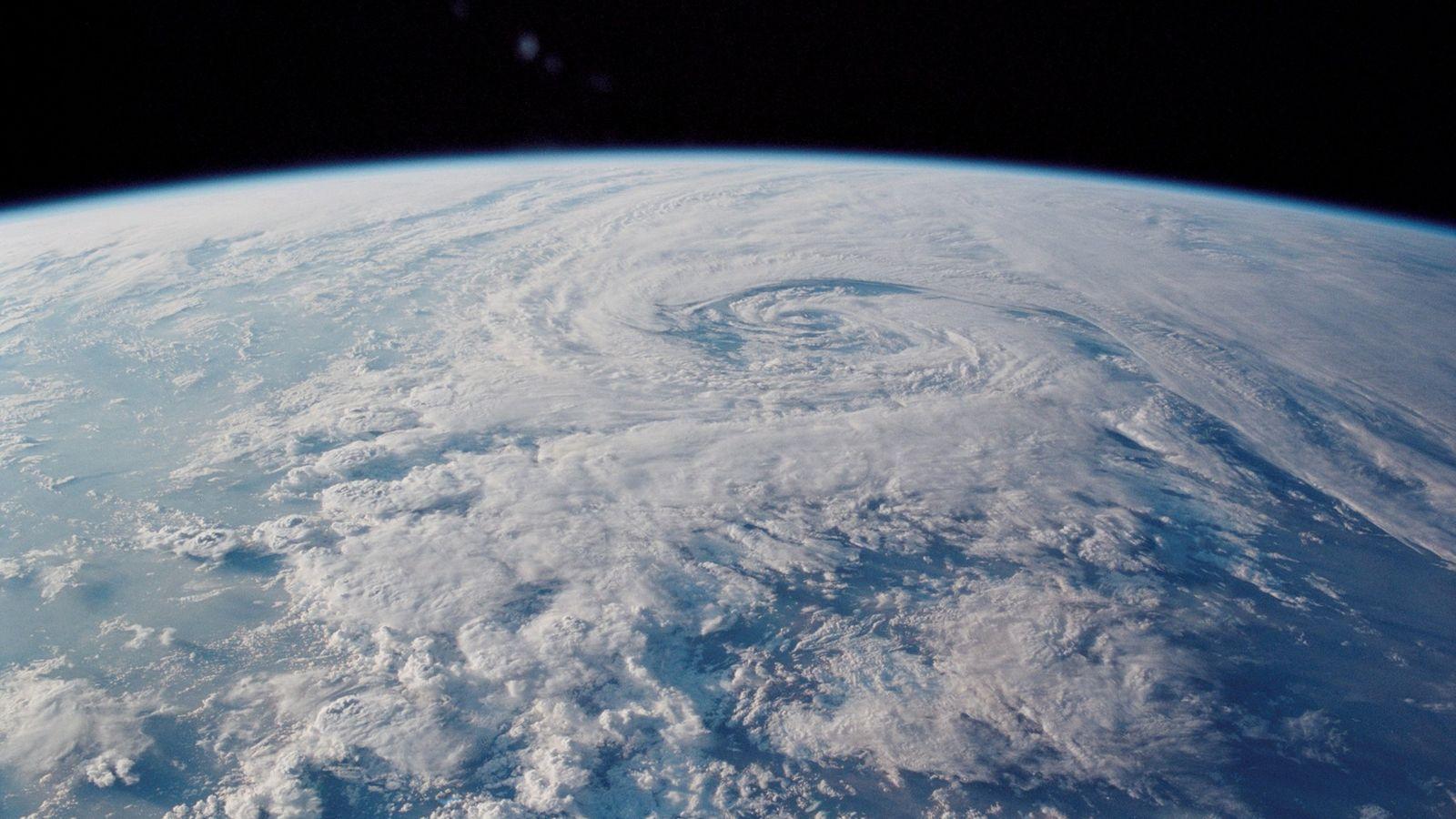 Aunque el norte magnético siempre se ha desviado, su caminata rutinaria se ha acelerado y ahora ...