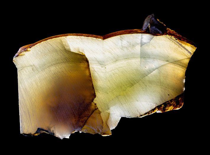 Las capas de cristal como estas, que se formaron hace 200.000 años debajo de la capa ...