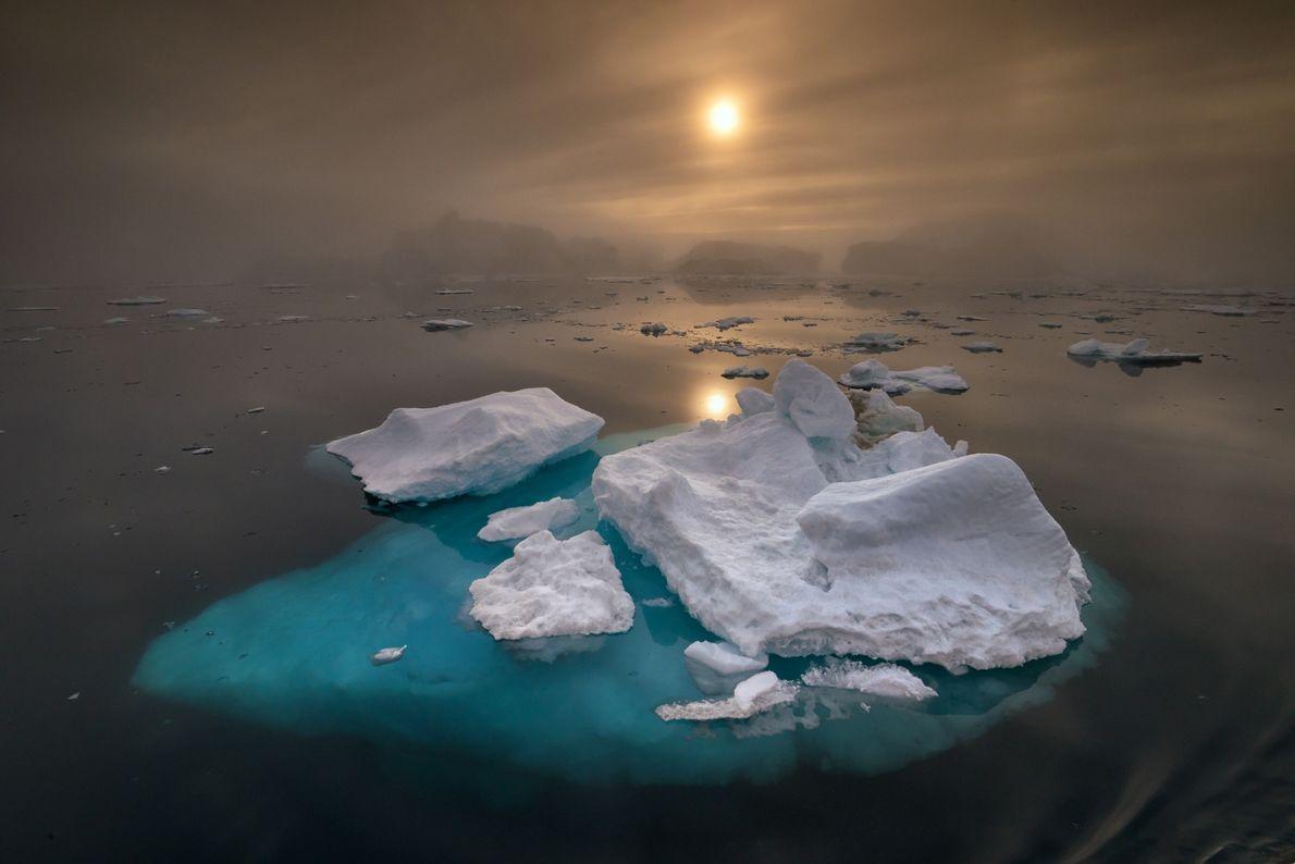 Ubicada en la costa occidental de la isla, Ilulissat Icefjord tiene la mayor colección de icebergs ...
