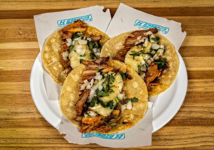 Los tradicionales tacos al pastor en el restaurante El Tizoncito en la Ciudad de México.