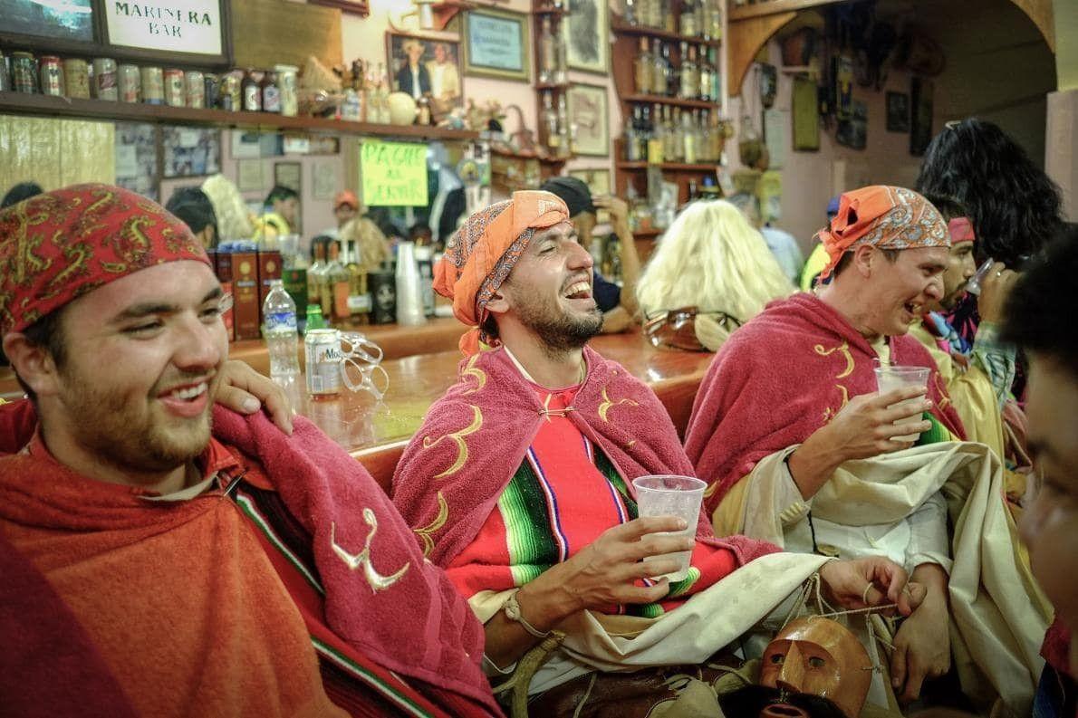 Los bailarines jóvenes se reúnen en La Estrellita Marinera, la cantina favorita de los tastuanes en …