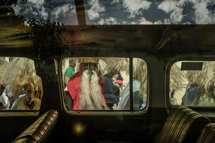 Los tastuanes vuelven de la parroquia de Juchipila. Aunque el ritual cambia de un pueblo a ...