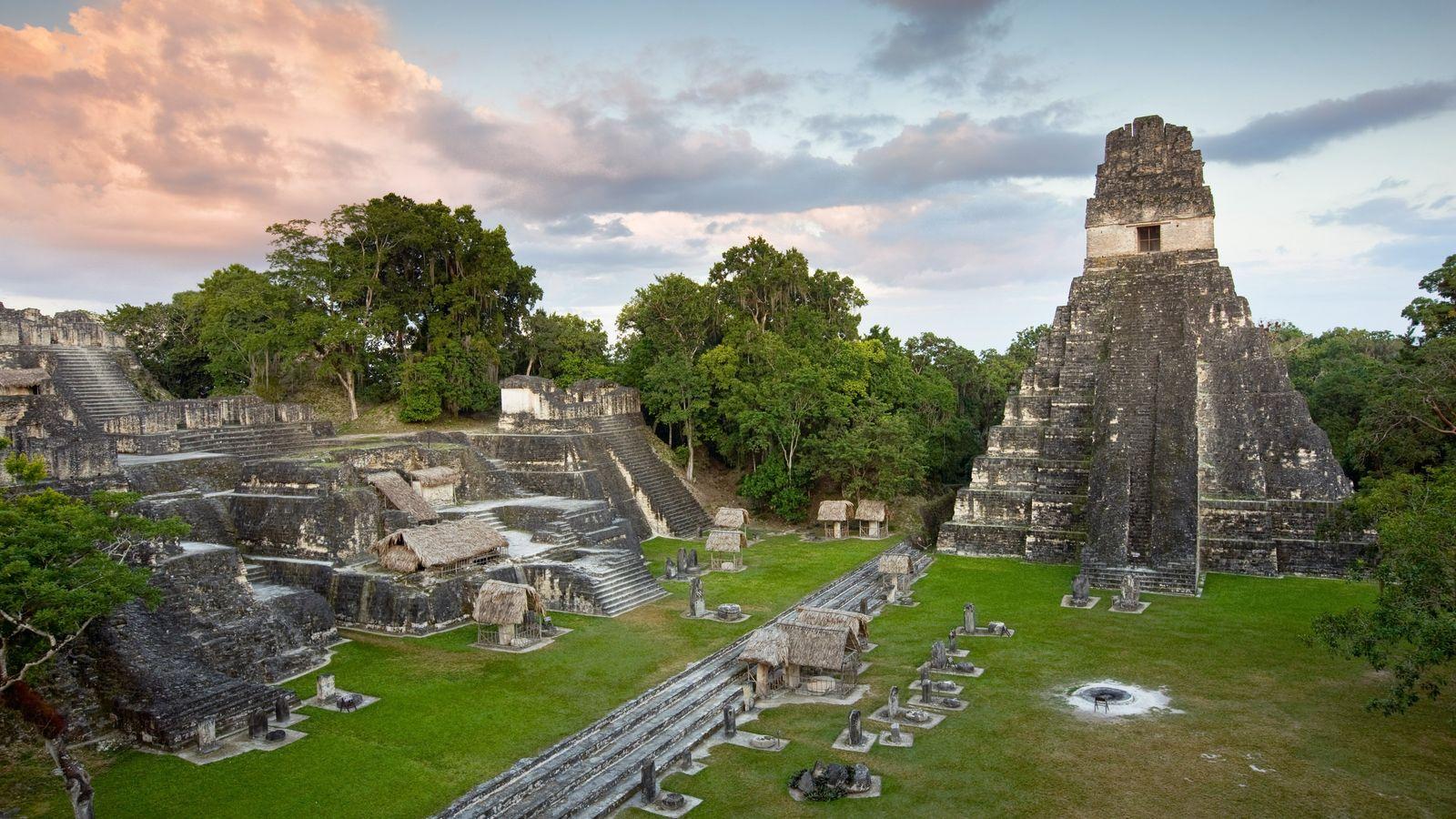 El Templo del Gran Jaguar se encuentra en la Gran Plaza en las ruinas de Tikal.