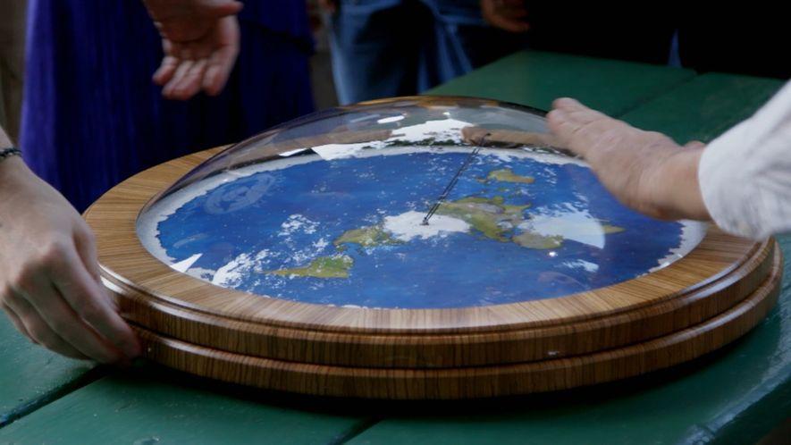 Explorer: Carrera Espacial: ¿Cómo afecta la teoría de que la Tierra es plana a la ciencia?