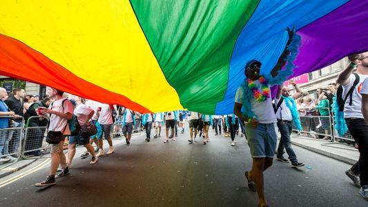 La visibilidad se mezcla con la vulnerabilidad para muchas personas transgénero que viajan