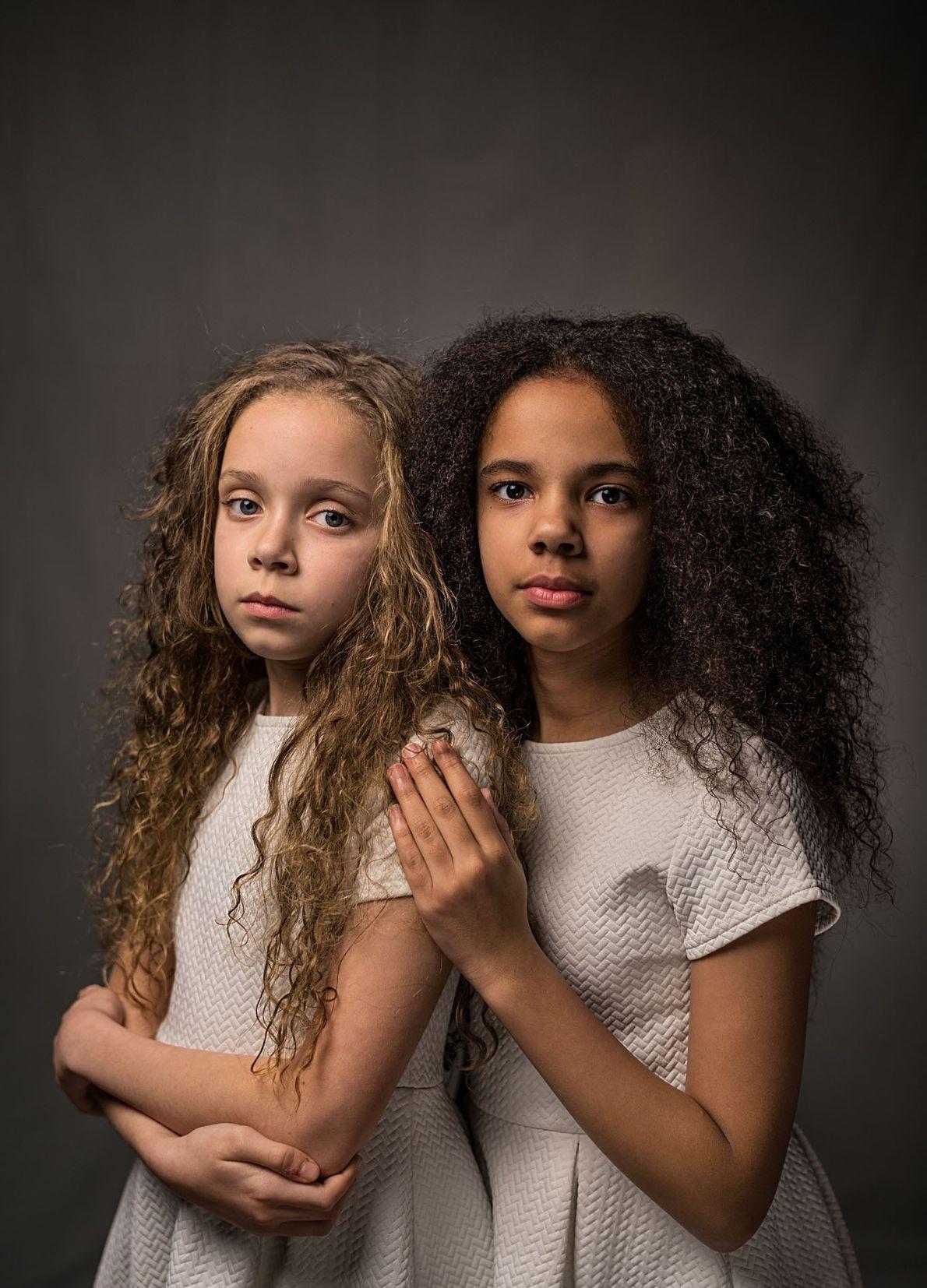 Marcia (izquierda) y Millie Biggs, ambas de 11 años, cuentan que la gente se sorprende al ...