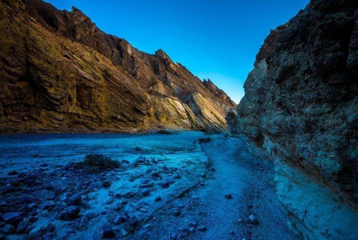 Los numerosos cañones del Valle de la Muerte, como el Golden Canyon (en la foto), simularon ...