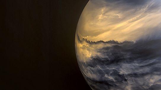 En esta imagen de Venus tomada por una cámara infrarroja a bordo del orbitador climático japonés ...