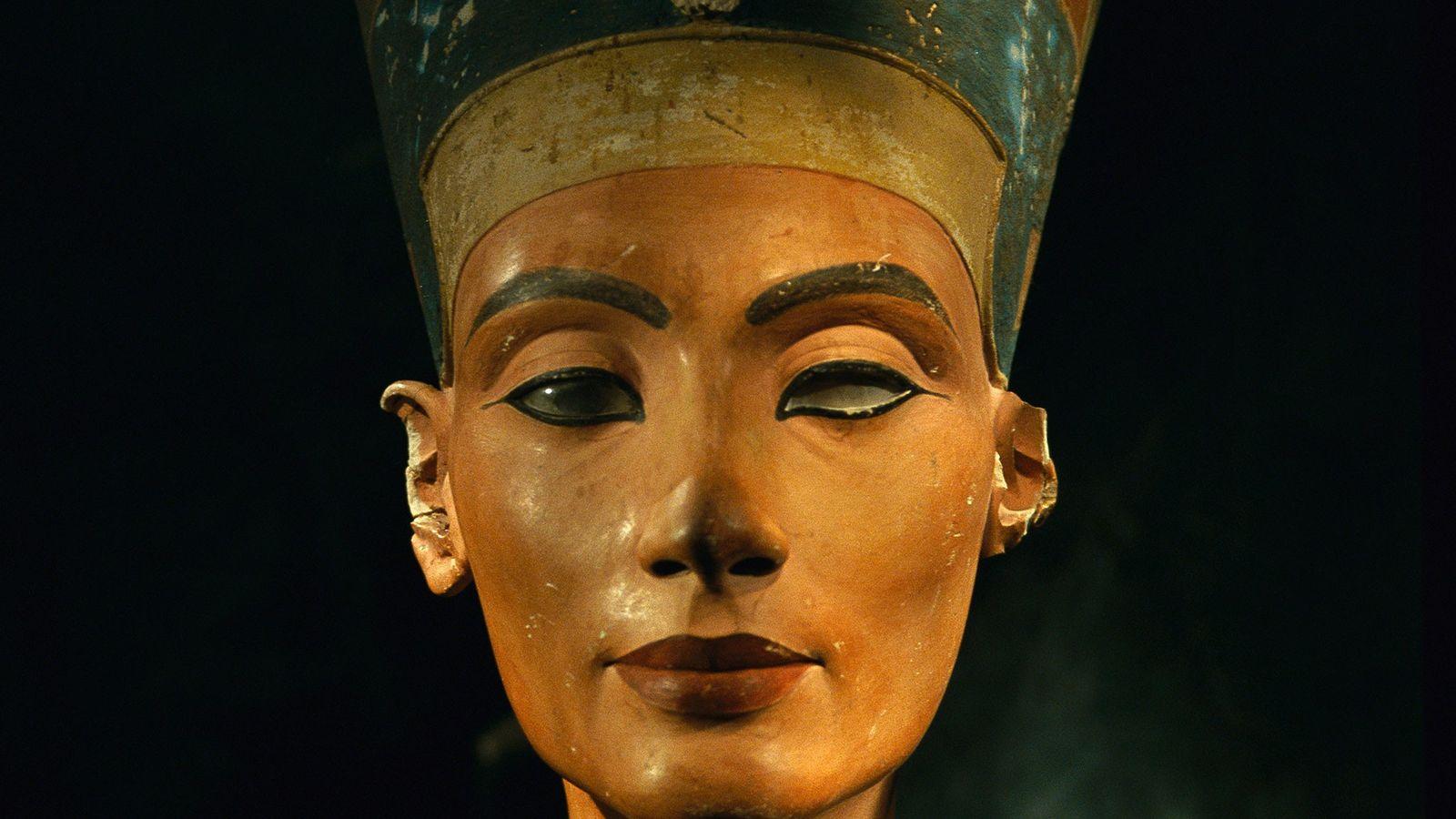 Busto de la reina egipcia Nefertiti.