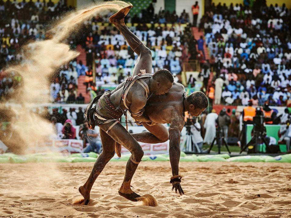 Un deporte con raíces tradicionales: la lucha senegalesa