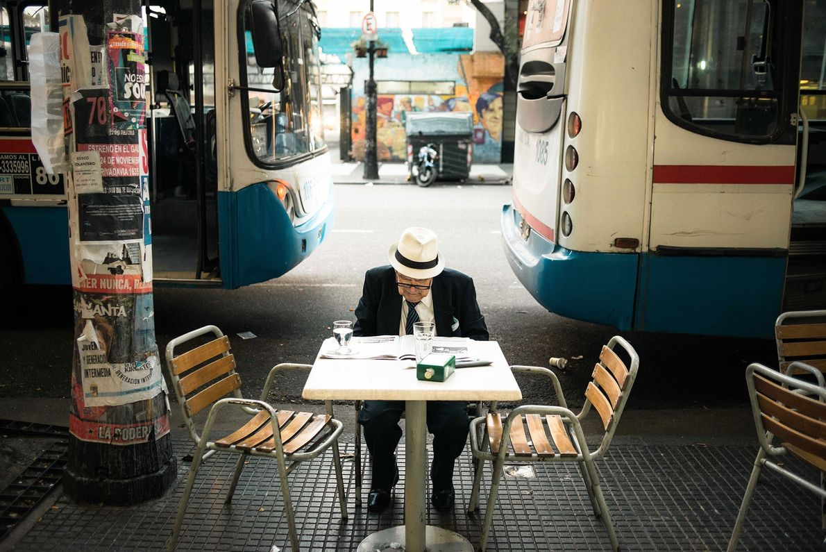 Buenos Aires, Argentina La cultura del café en Buenos Aires invita a quedarse. Sentarse a la mesa ...