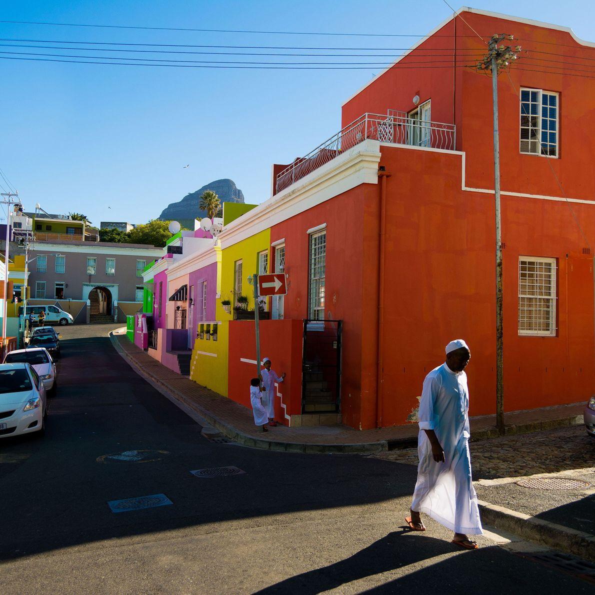 Ciudad del Cabo, Sudáfrica Los coloridos edificios de BoKaap son símbolos instantáneamente distintivos de Ciudad del Cabo. ...