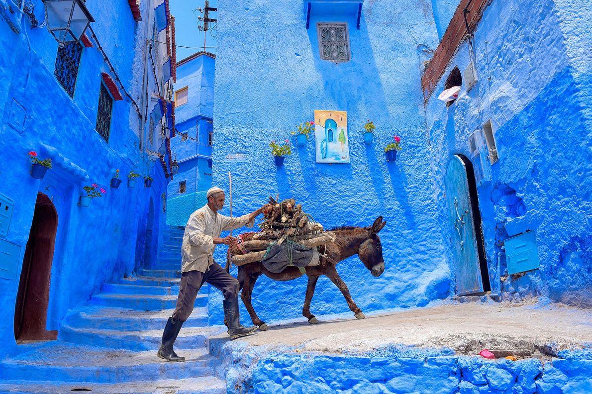 Chefchaouen, Marruecos La ciudad de Chefchaouen, en el noroeste de Marruecos, es conocida por los sorprendentes edificios ...