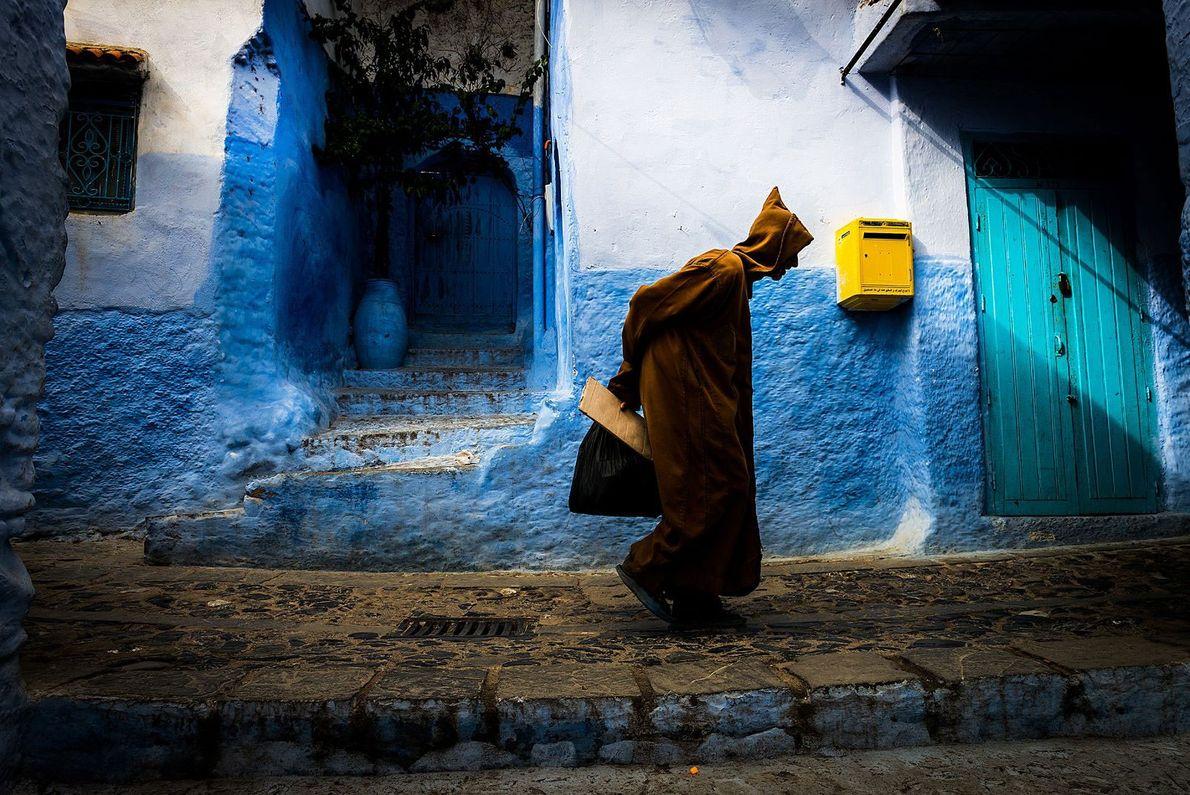 Chefchaouen, Marruecos Aunque hay imágenes por doquier de viajeros posando en los edificios celestes de Chefchaouen, también ...