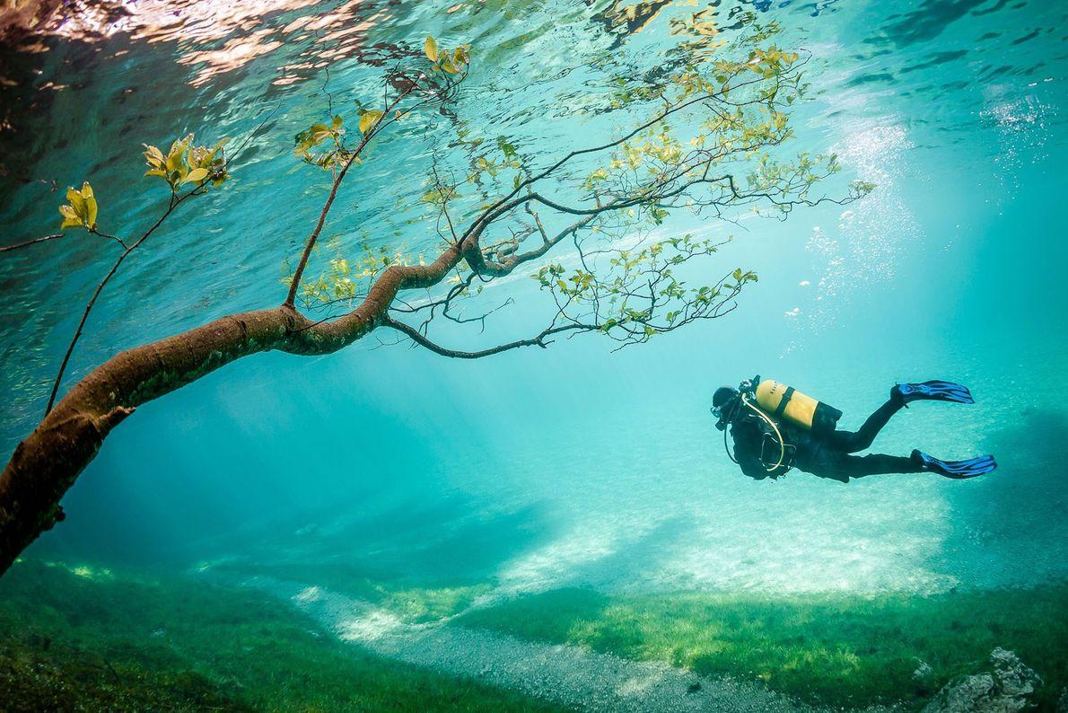 """Cada primavera, el deshielo hace que el Grüner See (""""lago verde"""") crezca unos 9 metros, y ..."""