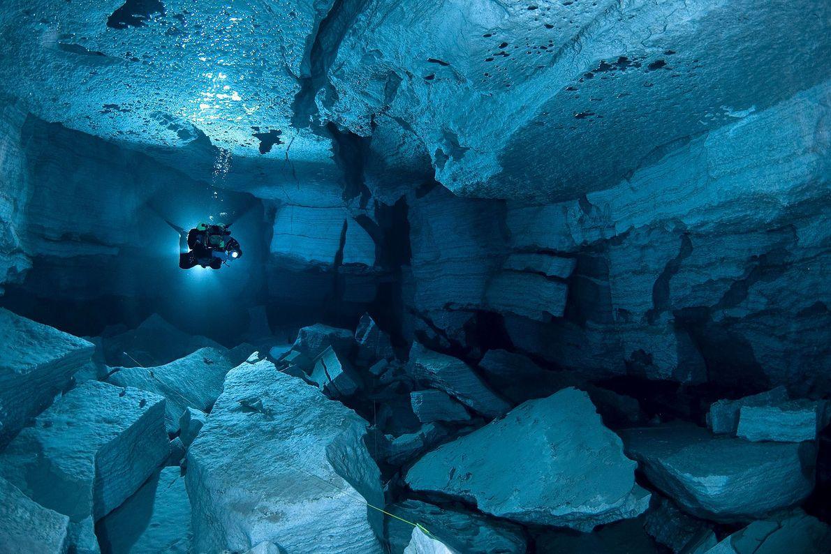 Orda Cave, la cueva de yeso más grande del mundo, tiene una extensión de casi 5 ...